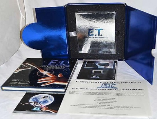 E.T. The Extra-Terrestrial 20th Anniversary Ultimate Gift Set 3 DVD + 1 CD
